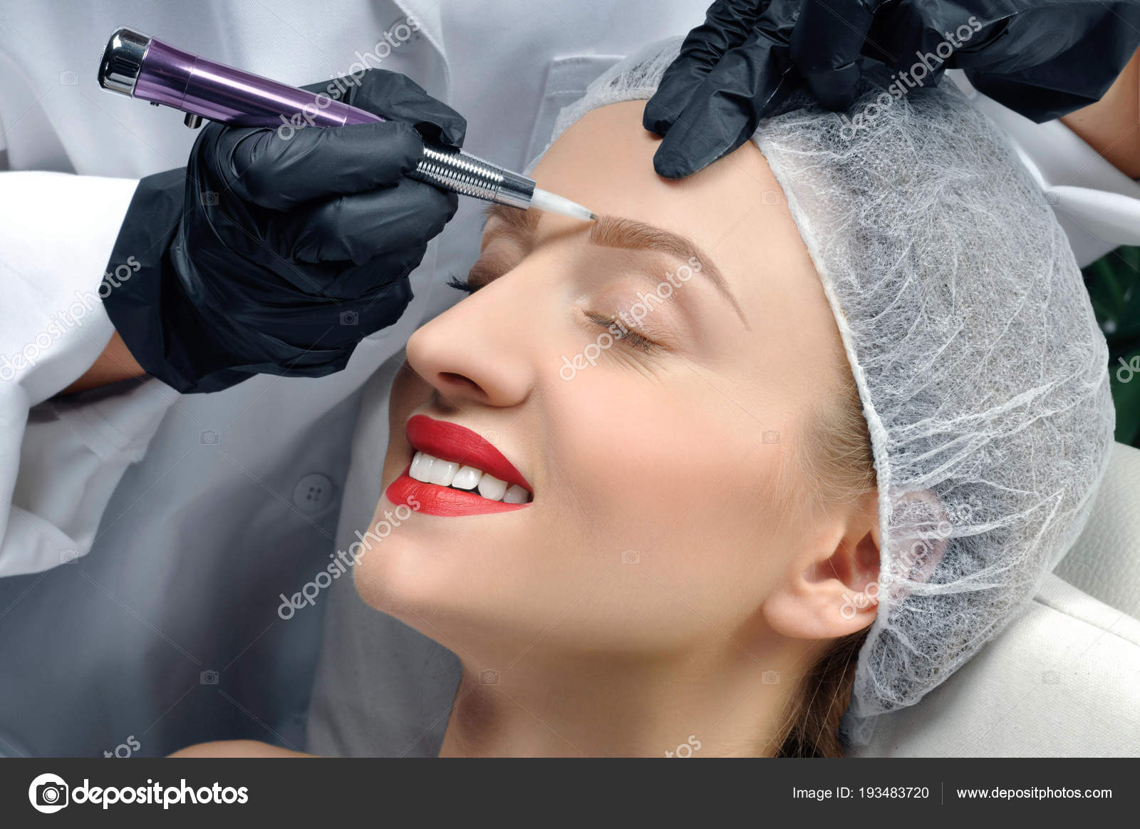 Microblading Cosmetologist Making Permanent Makeup Attractive
