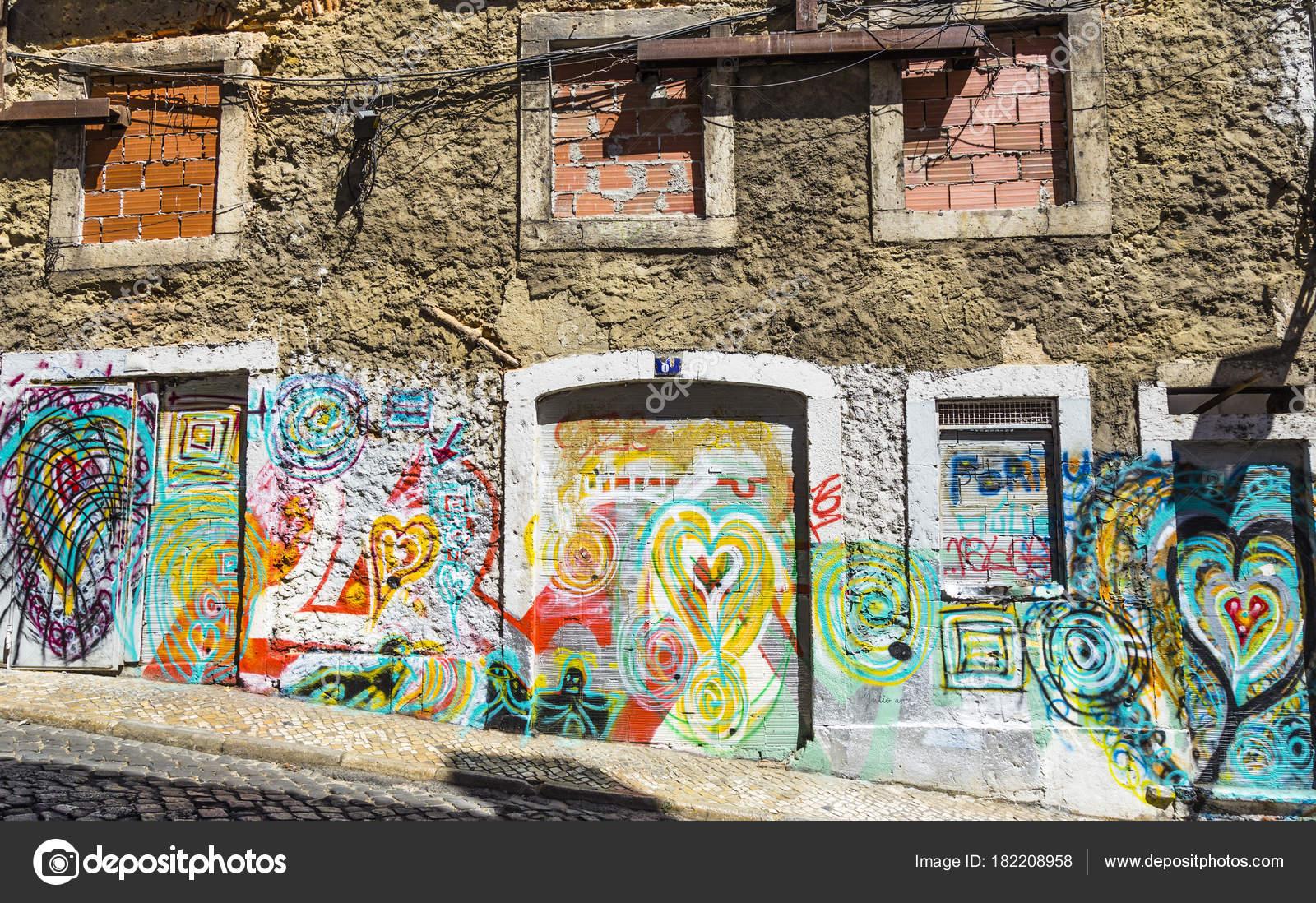 Pared Una Casa Abandonada Decorado Con Graffiti Foto Editorial De - Graffitis-en-casa