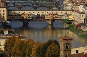 Starý most na řece Arno ve Florencii, Itálie