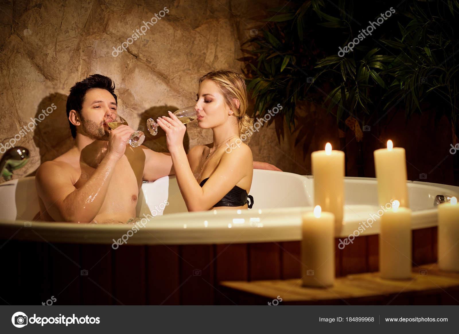 Vasca Da Bagno Romantica Con Candele : Offerta di natale in villa con wellness esclusivo per la coppia a