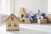 Koncept stěhování bytového domu bytové výstavby hypoteční pronájem.