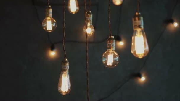 Starý styl zářící wolframové žárovky, luxusní osvětlení vintage výzdoba