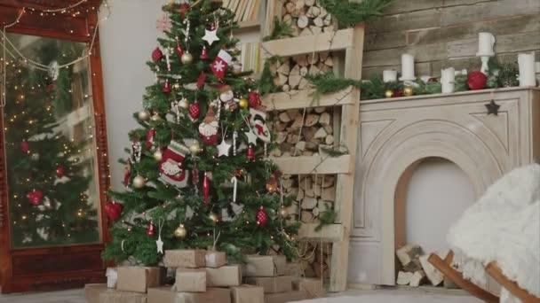 Shot z vánoční dárky a dárky pod stromeček nový rok