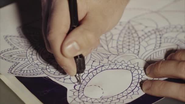 Mester tetoválás minta átutalások a pauszpapír. Vázolja fel a jövő tetoválás.