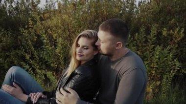 Красивые девушки целуются друг с другом крупным планом фото фото 73-262