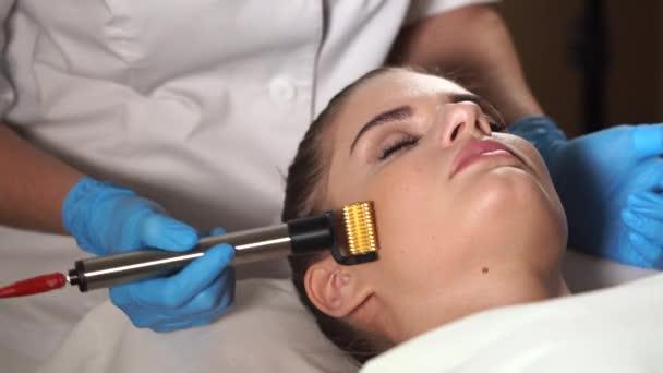 Non jehly typ mezoterapie nazývá mesoporation. Omlazení obličeje