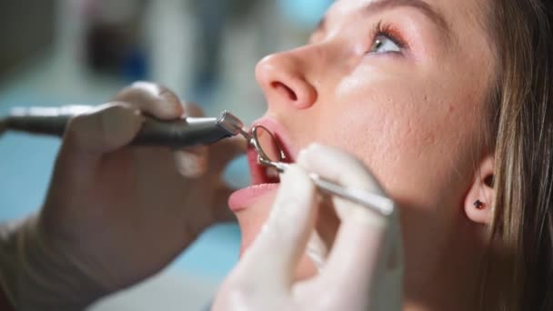 Tooth polishing in dental clinic