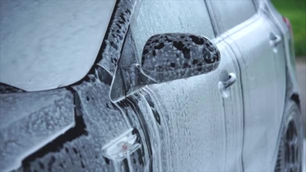 Pěnové, stékající na auto. Samoobslužné mytí aut