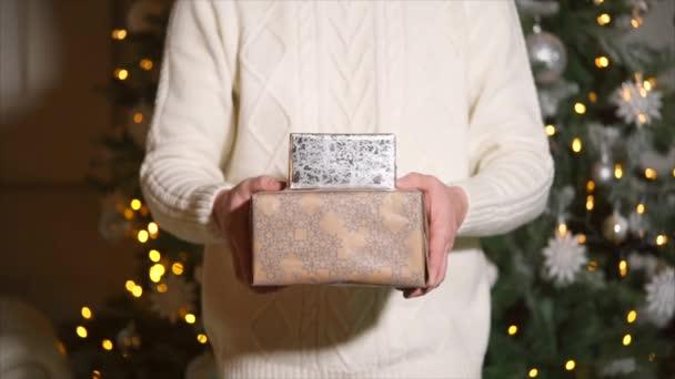 A karácsonyi ajándékozás ember