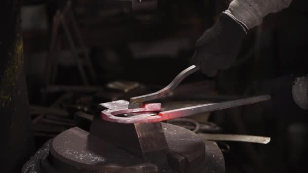 Stamping of metal detail in forge with using hydraulic hammer