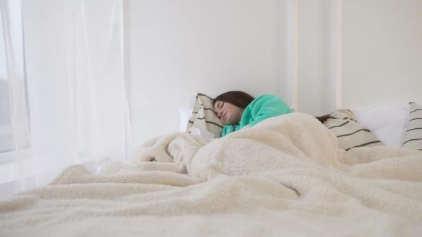 Ospalý krásy v posteli ráno