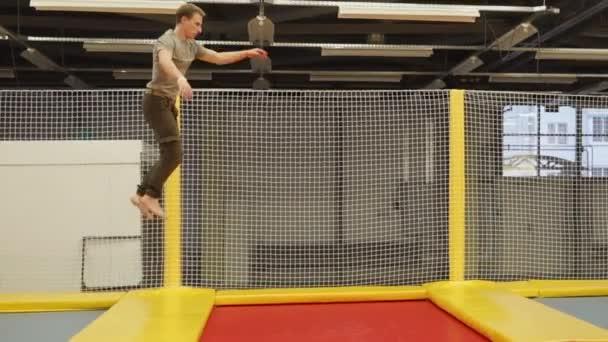 Profesionální sportovec na trampolíně