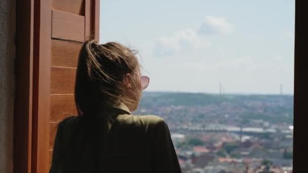 Dívám se na město z pozorovacího místa