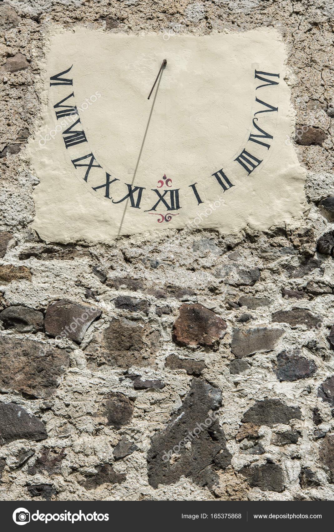 sito affidabile 21657 a1142 Antico orologio solare. — Foto Stock © kristo74 #165375868