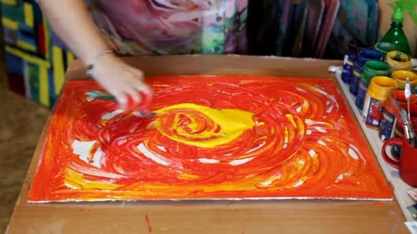 Zeer Abstracte acryl intuïtief schilderen proces. Vrouw kunstenaar &BR34
