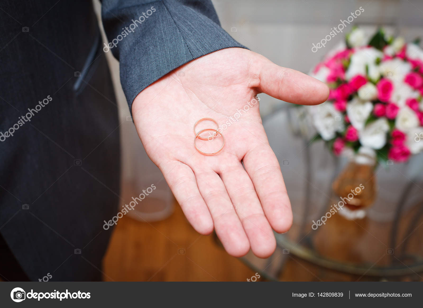 Groom holding gold wedding rings on the palm — Stock Photo © hdtexx ...