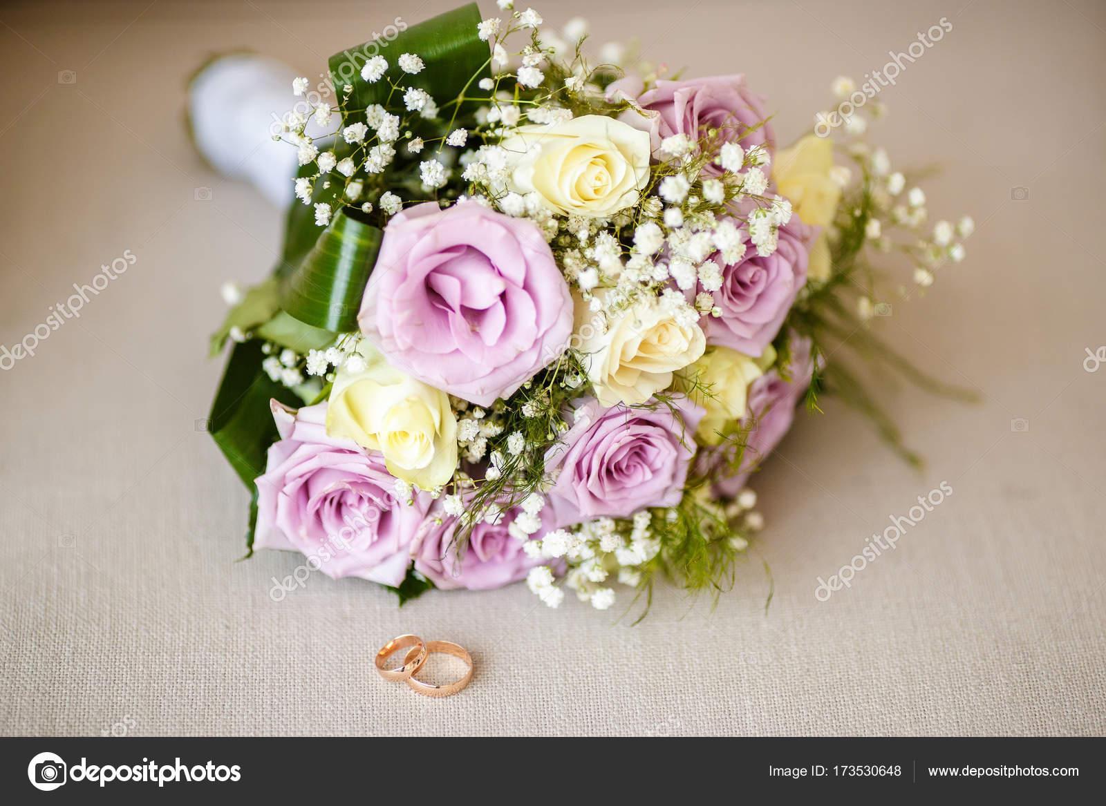 Nahaufnahme Der Brautstrauss Auf Beige Hintergrund Stockfoto