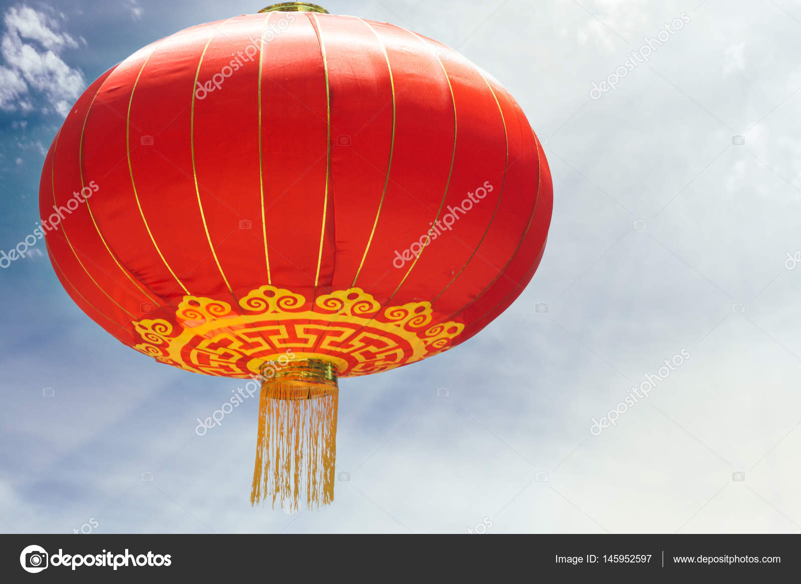 Chinesische Gegen Wolken Blauen Himmel Mit Sonne Lampe Rote ynOwN0vm8