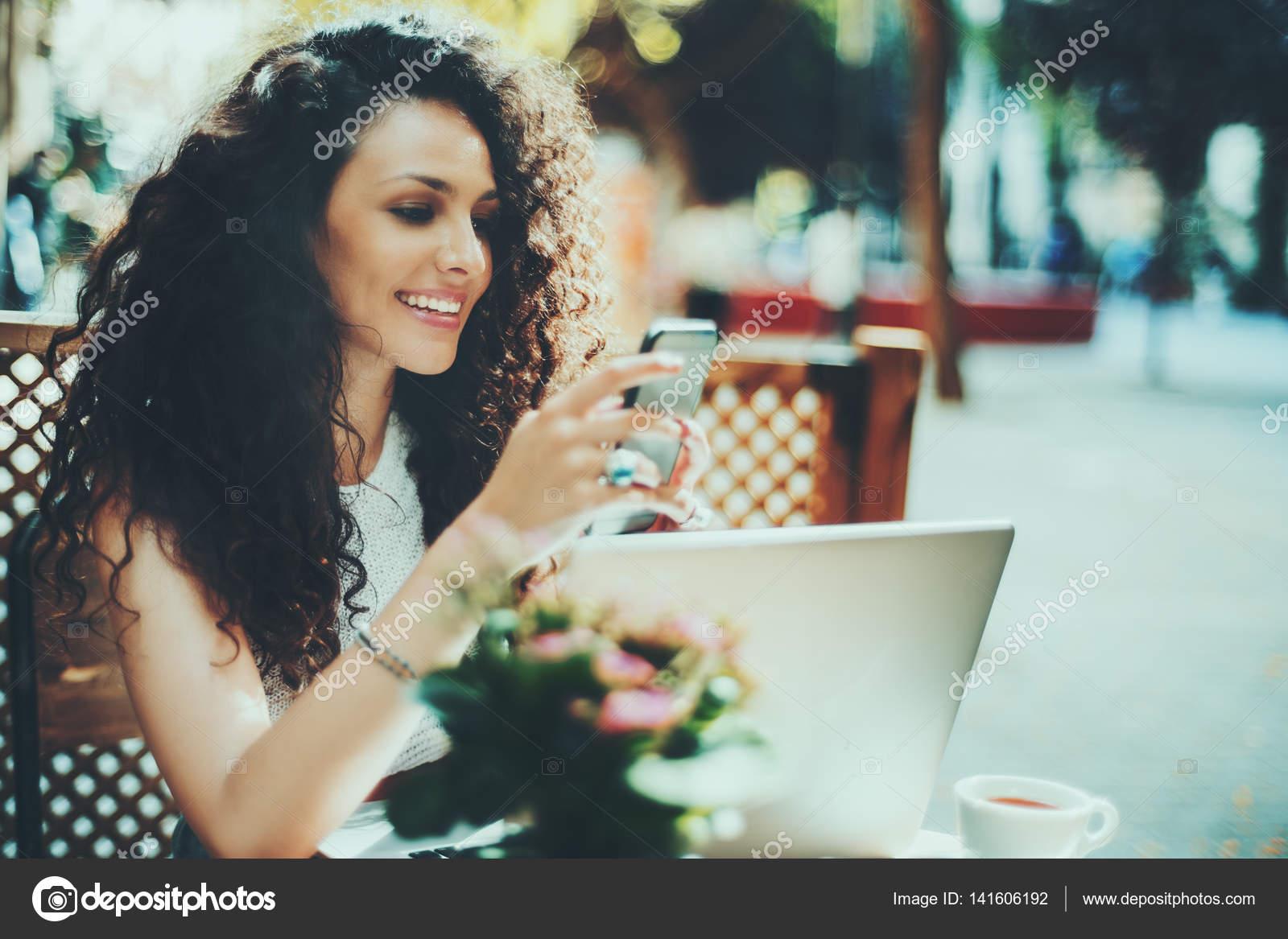 девушка брюнетка картинка