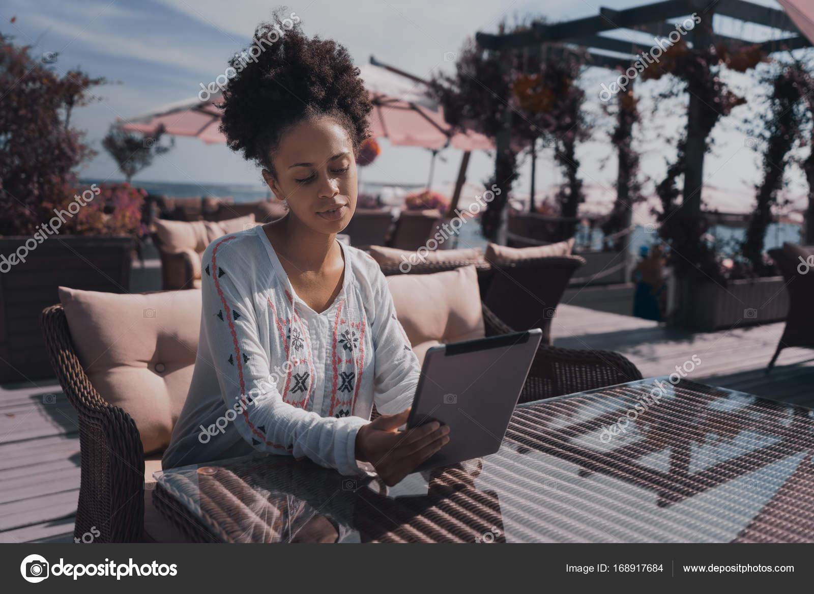 Ebony γυναίκα φωτογραφίες