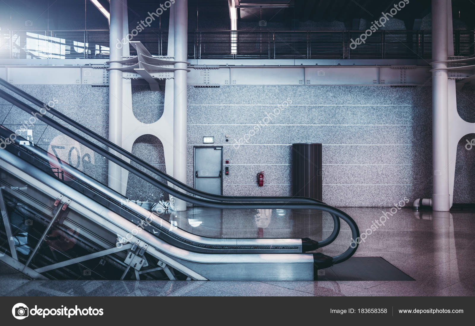 Moving Staircase Indoors U2014 Stock Photo