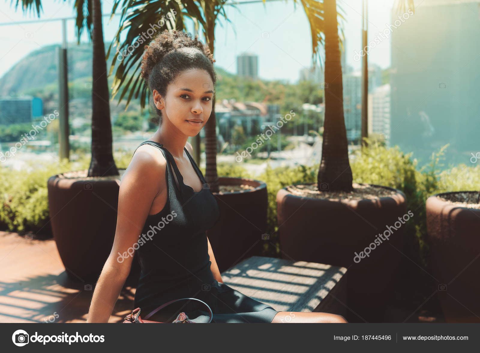 Parrilla Negra En La Terraza Fotos De Stock Skynextphoto