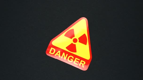 DANGER RADIATION figyelmeztető jel szöveg