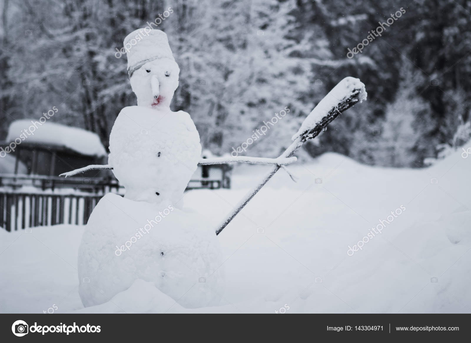 Snowman with broom stick in hand — Stock Photo © Te9l #143304971