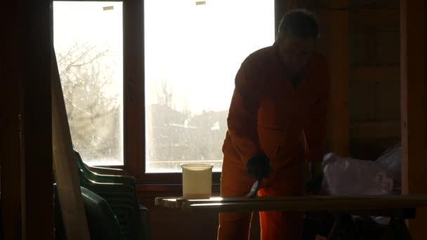 Silueta tesař malíře lakování dřevěných materiálů