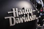 Harley Davidson logo podepsat na nádrž motocyklu na České motorové zahájení sezóny