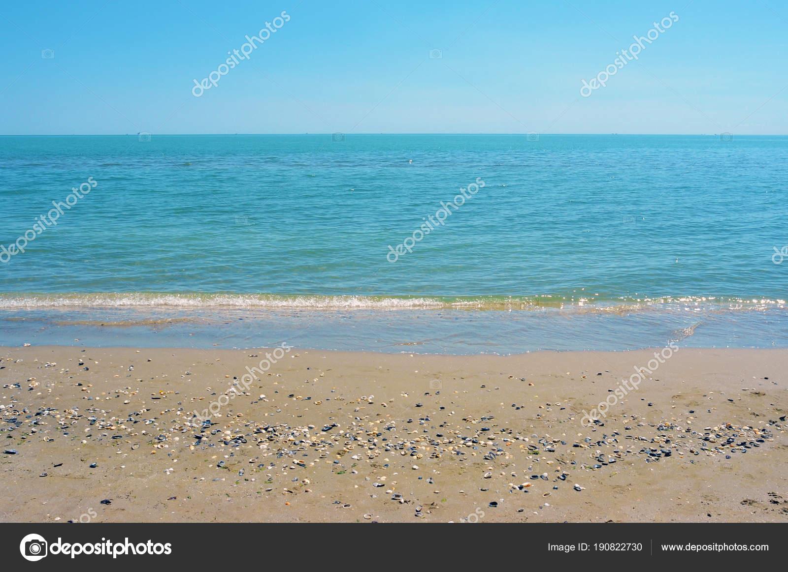 Sfondo Spiaggia Sabbia Vuota Orizzonte Con Il Cielo E Mare Foto