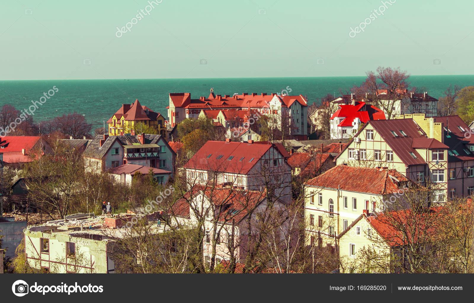 Stedelijke textuur achtergrond van rode pannendaken van huizen in