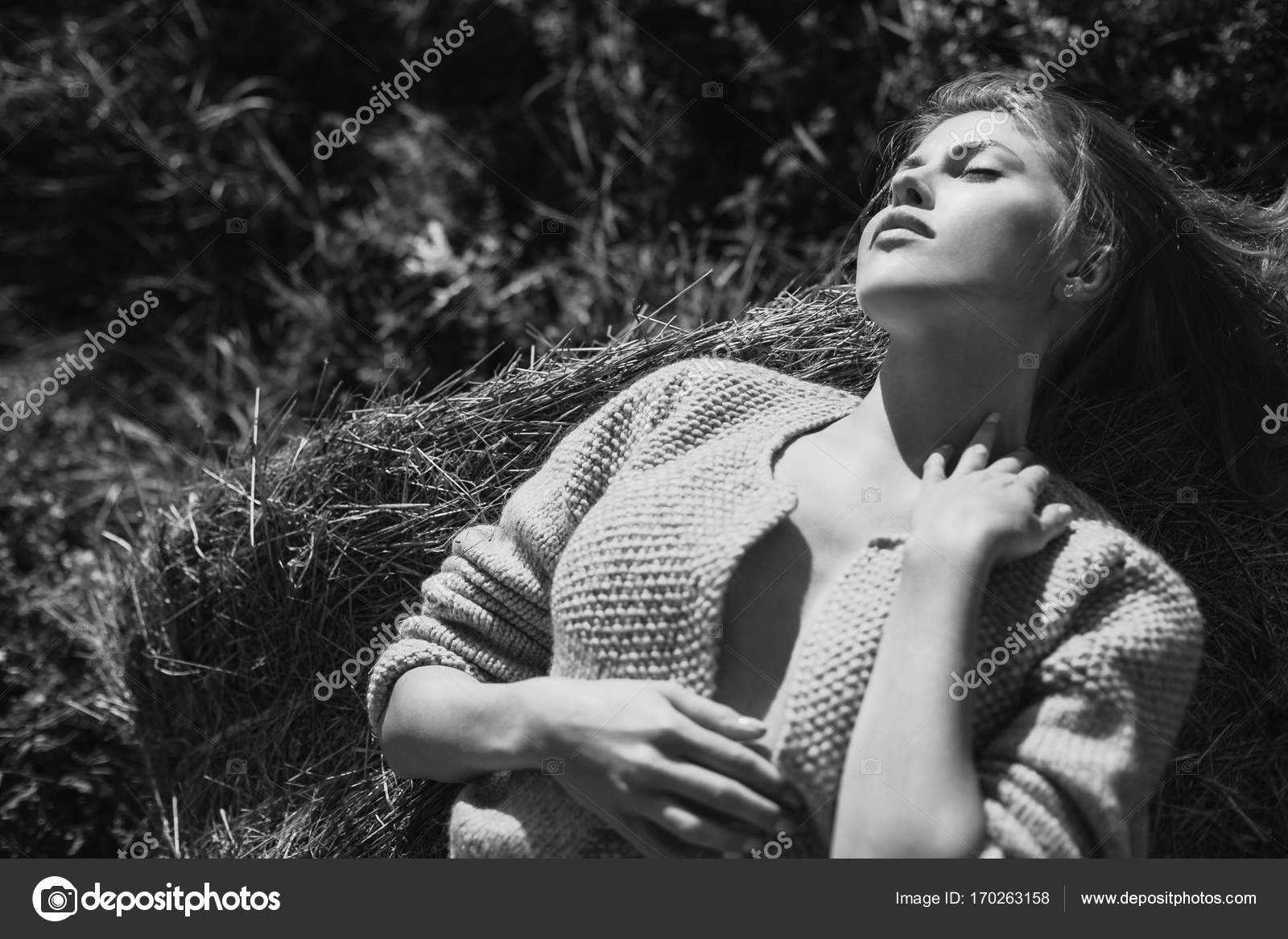 Фото голая девушка на сене крупный план — img 15