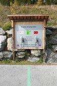 E-Fahrzeug Ladestation auf dem öffentlichen Parkplatz des Skigebietes Katschberg. Kärnten, Österreich