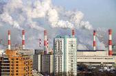 Fotografie Rauchende Schlote der Kraft-Wärme-Kopplungsanlage 20. Akademichesky Bezirk, Moskau, Russland