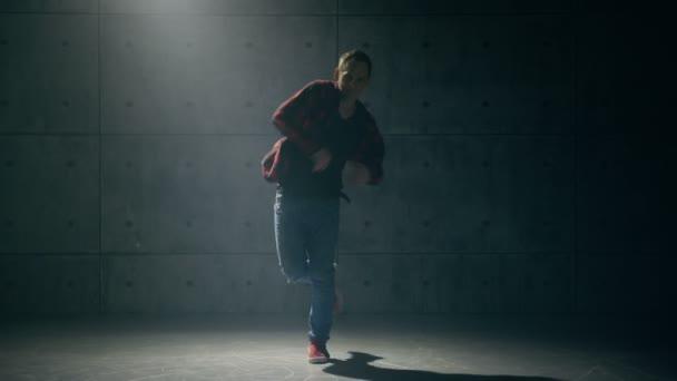B-Boy tanzt Breakdance