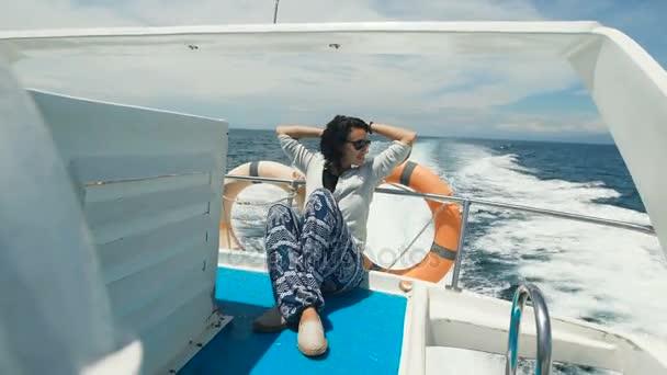 Девушки на яхте отдыхают фото 31-3