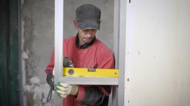 Szakmai kivitelező segítségével simítási mérőműszer-mérésére az építési telek