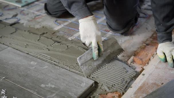 Anonyme Website Arbeitnehmer Anwendung Von Zement Auf Boden Und - Fliesen verputzen video