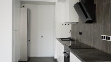 K interieur van een nieuw modern appartement in scandinavische