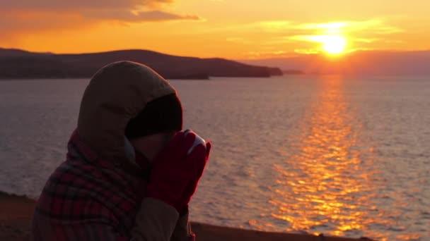 Смотреть видео девушек на море фото 748-413