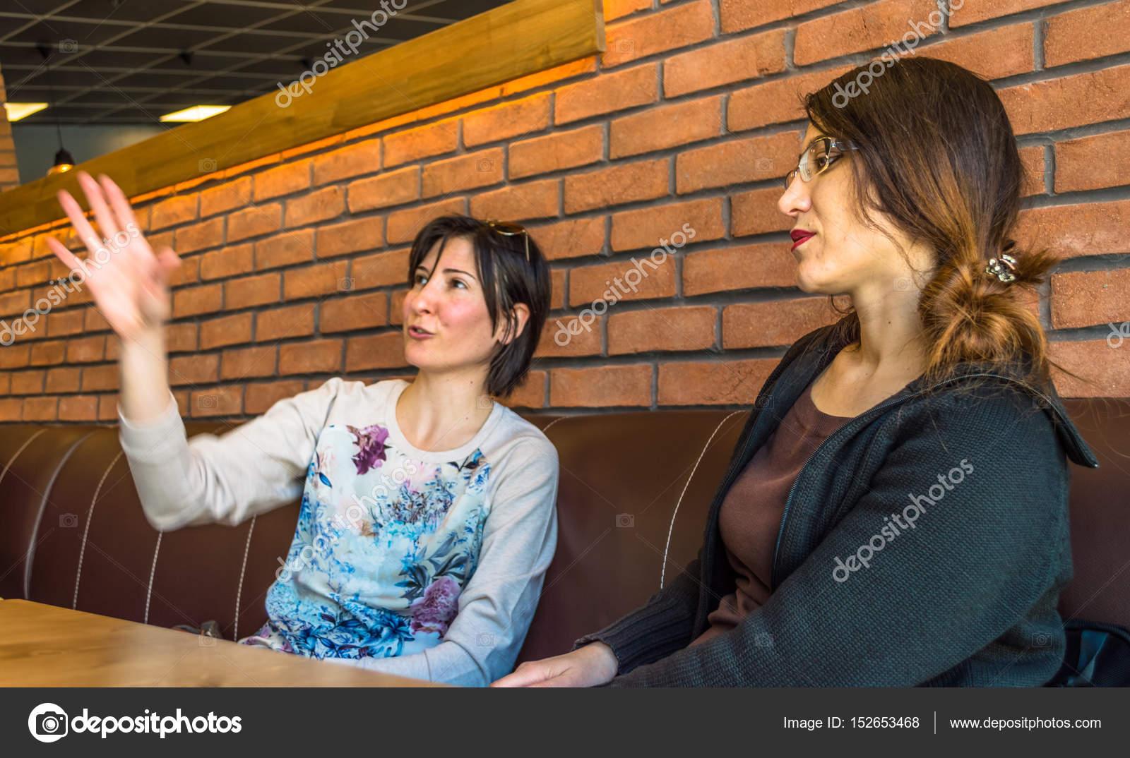 Αποτέλεσμα εικόνας για φωτογραφίες γυναίκες σε καφενείο