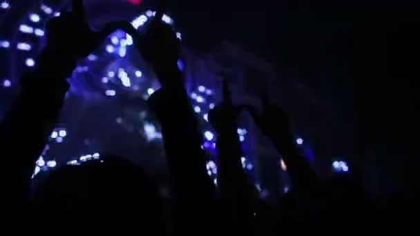 siluety koncert dav před světlé fázi světla