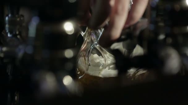Két korsó sör. Lager Bar