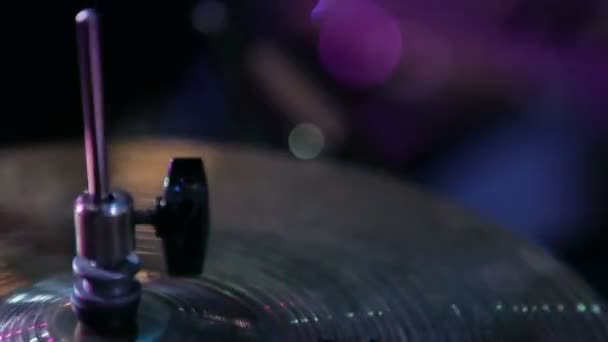 Zár megjelöl szemcsésedik-ból zenész dobolni