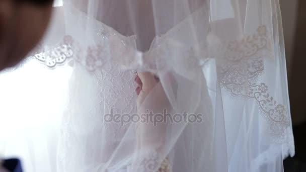 Mutter Braut Brautkleid Reißverschluß — Stockvideo © r.larchikov ...