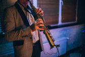 Fényképek Játszik a klarinét művész