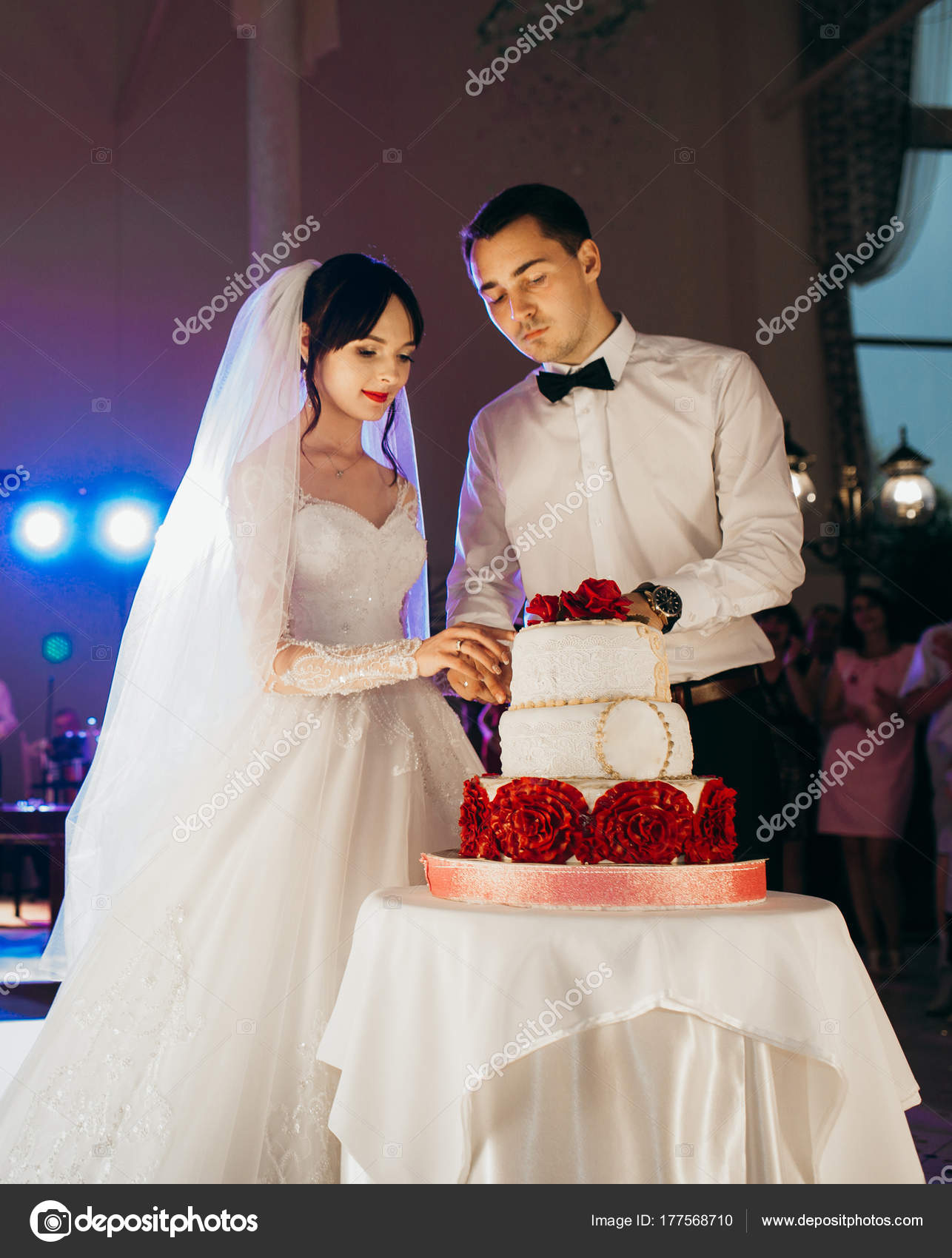 Bride Groom Cutting Wedding Cake Stock Photo Amvorsuf 177568710