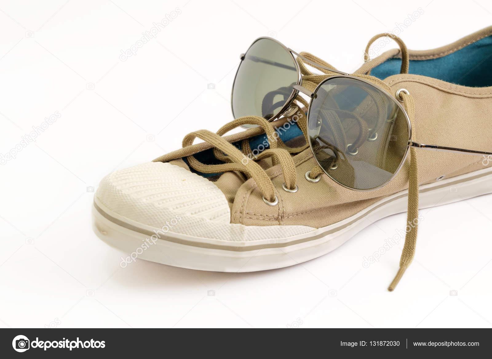 Zapatos y vidrio — Foto de stock © winyoophoto  131872030 d4e44983774b