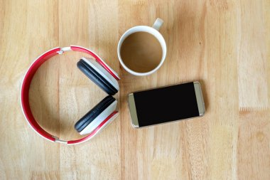 Listen to music from smart phone and drink hot coffee.
